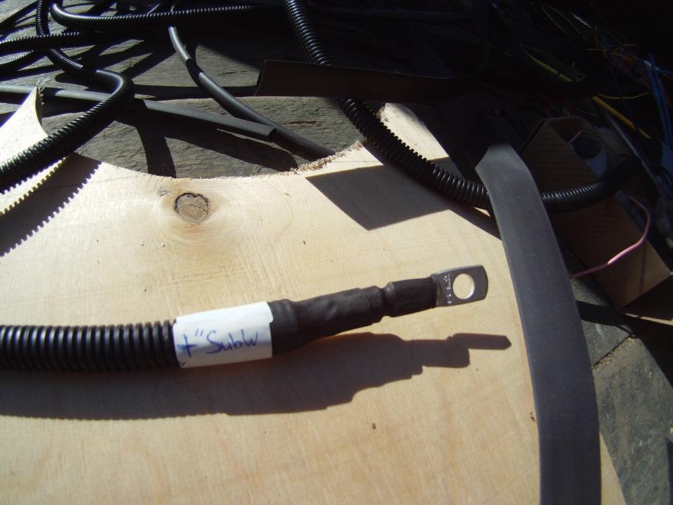 Обжим кабеля питания