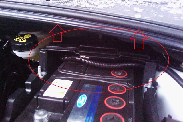 как снять аккумулятор с форд фокус №8